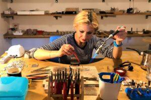 Andreea Arju, un mix de pasiune, povești și bijuterii