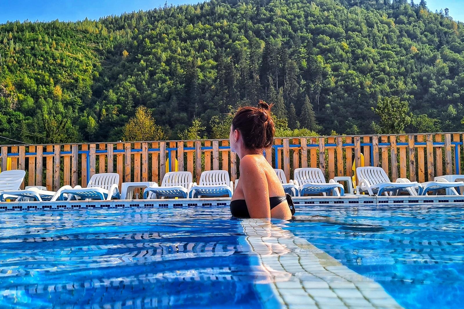 Arieșeni, un loc idilic, în care descoperi muntele altfel: drumuri spectaculoase, peșteri și peisaje care îți taie răsuflarea